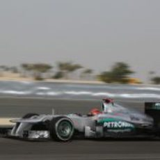 Michael Schumacher exprime su W03 en Sakhir