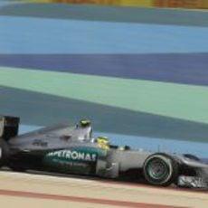 Nico Rosberg completa una vuelta antes de hacer su parada