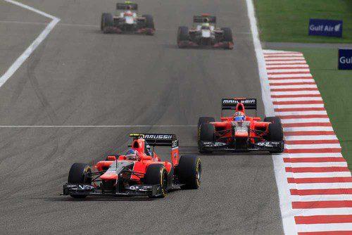 Los dos coches de Marussia completan otra vuelta en Sakhir