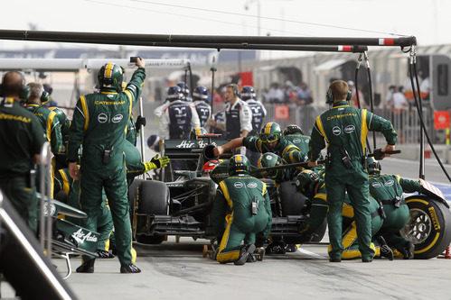 Heikki Kovalainen hace una parada en Baréin