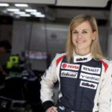 Susie Wolff en el box del equipo Williams