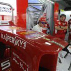 El morro del F2012 frente a Fernando Alonso