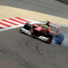Felipe Massa se pasa de frenada con su Ferrari