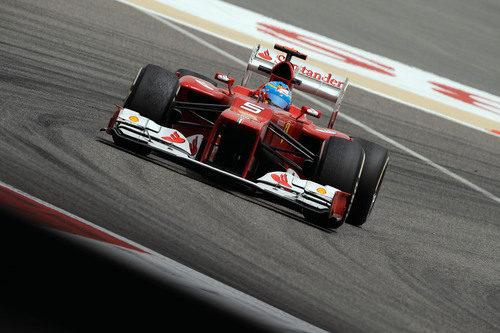 Fernando Alonso rueda en Barein con el F2012