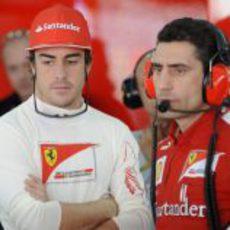 Fernando Alonso, pensativo en los libres