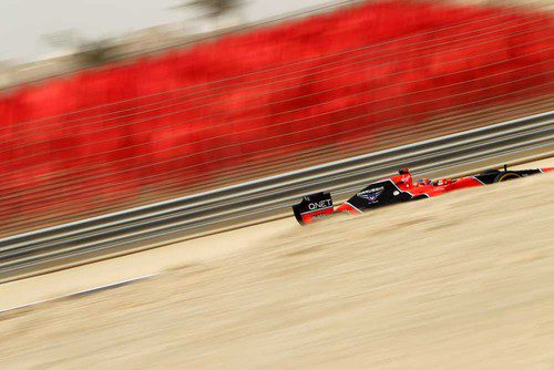 Timo Glock rueda en Baréin