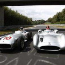 Rosberg y Schumacher al volante de las flechas de plata