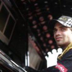 Jérôme D'Ambrosio en el muro del equipo Lotus en Mugello