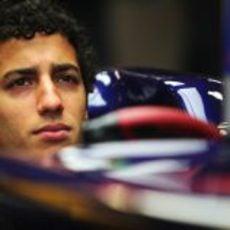 Daniel Ricciardo en el box de Toro Rosso