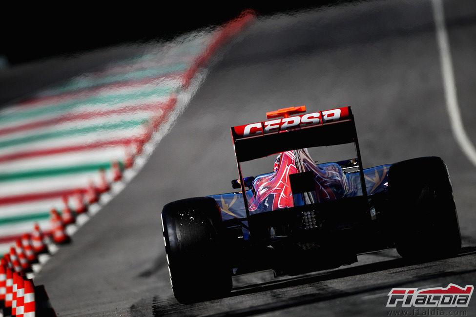 Daniel Ricciardo sale del pitlane de Mugello