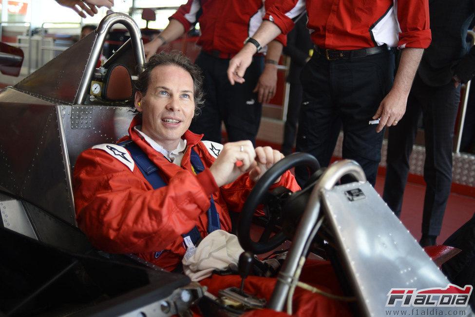 Jacques Villeneuve sentado en el 312 T4 de su padre