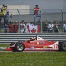El Ferrari 312 T4 rueda en Fiorano con Jacques Villeneuve