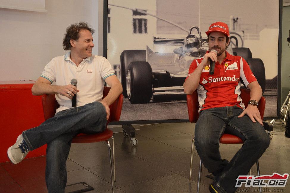 Jacques Villeneuve y Fernando Alonso en la rueda de prensa de Fiorano
