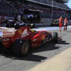 Felipe Massa regresa al box tras rodar un 'stint'