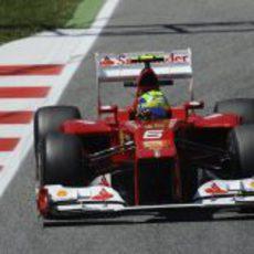 Felipe Massa rueda sobre el asfalto de Montmeló