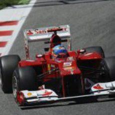 Fernando Alonso en un 'stint' durante los primeros libres de Montmeló