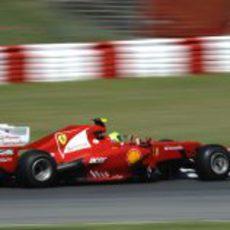 Felipe Massa en el circuito de Montmeló durante los libres