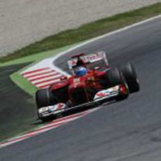 Fernando Alonso con el F2012 en los libres del Gran Premio de España