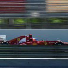 El F2012 entra al 'pit lane' de Montmeló