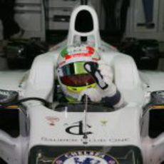 Sergio Pérez espera en el C31 para salir a pista