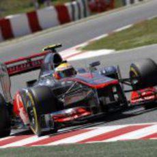 Vista frontal del McLaren de Lewis Hamilton