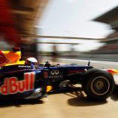 Sebastian vettel abandona el 'box' de Red Bull