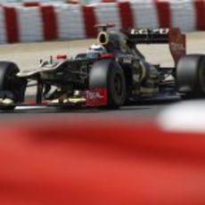 Kimi Räikkönen rueda con su E20 en Montmeló