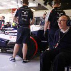 Frank Williams estuvo en el garaje de su equipo este sábado