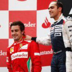 Fernando Alonso y Pastor Maldonado en el podio de España 2012