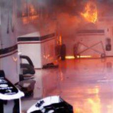 Fuego en el box de Williams en Montmeló