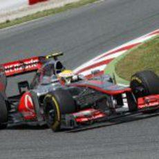 Lewis Hamilton completa una vuelta en Montmeló