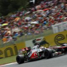 Jenson Button exprime su MP4-27 en la carrera de España