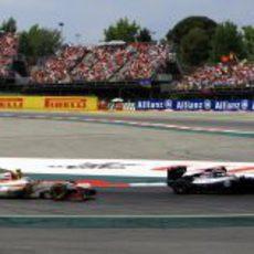 Narain Karthikeyan por detrás de un Williams