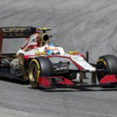 Narain Karthikeyan rueda a los mandos del F112