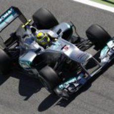 Nico Rosberg prueba las mejoras del W03 en carrera