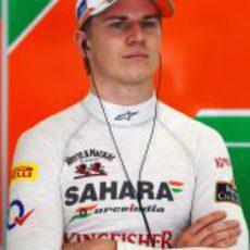 Nico Hülkenberg en el box de Force India