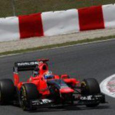 Timo Glock sale de una curva en Montmeló