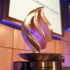 El trofeo de Pastor Maldonado