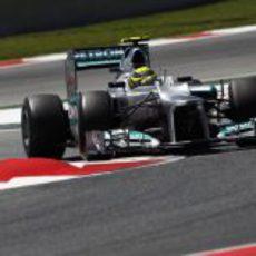 Nico Rosberg coge una curva en Montmeló