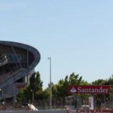 Nico Hülkenberg sale del 'pit lane' en Montmeló