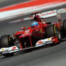 Fernando Alonso rueda en los últimos libres de Barcelona
