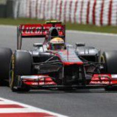 Lewis Hamilton rueda durante la clasificación del GP de España