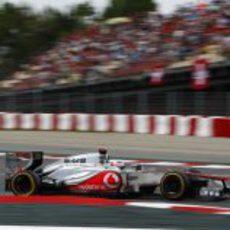 Jenson Button rueda durante la clasificación de España