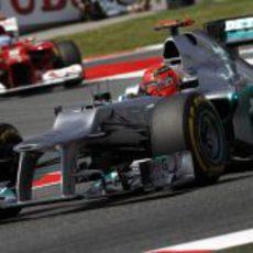 Michael Schumacher sale de una curva en Montmeló