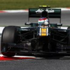 Vitaly Petrov durante la Q1 en Barcelona