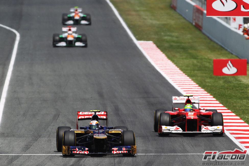 Jean-Eric Vergne por delante de Felipe Massa