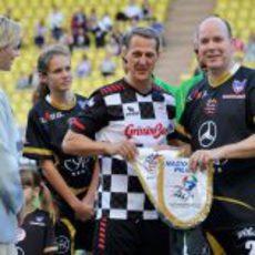 Michael Schumacher y el Príncipe Alberto II de Mónaco juegan al fútbol
