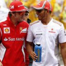 Fernando Alonso y Lewis Hamilton en la parrilla del GP de España 2012
