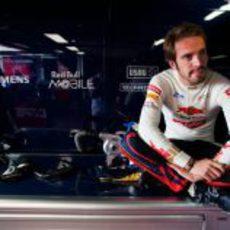 Jean-Eric Vergne espera que pase la lluvia en los segundos libres de Mónaco