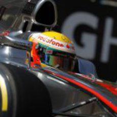 Primer plano de Lewis Hamilton rodando en Mónaco